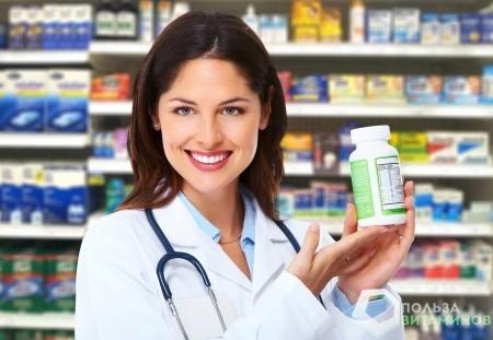Фармацевт с витаминами