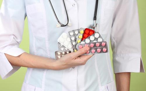 Врач и витамины